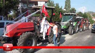 Antalya'da Çiftçi Ailenin Sünnet Düğününde Otomobiller Yerlerini Traktöre Bıraktı