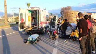 Antalya'da Motosiklet Sürücüsü Geri Dönüşüm Aracına Çarptı: 1 Yaralı