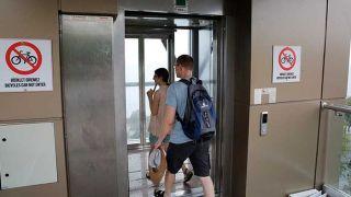 Antalya'da Proje Hatası Nedeniyle Arızalanan Panoramik Asansörler Kullanıma Açıldı
